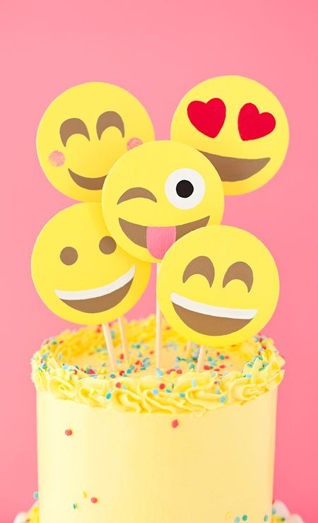 DIY Emoji Party Cake Toppers
