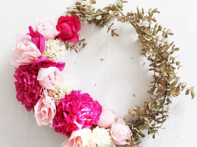 10 paper flower wreaths you can diy 20 pretty spring wreaths you can diy paper crafts mightylinksfo