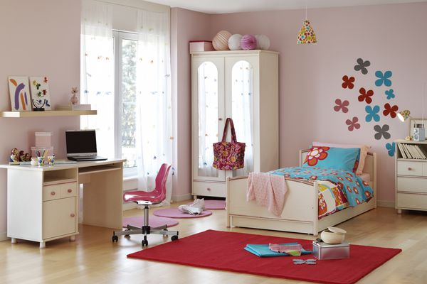 Girl's room with DIY flowers on the wall