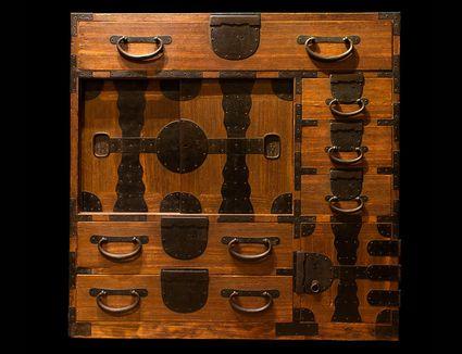 Japanese merchant chest, Meiji period (1868-1912).