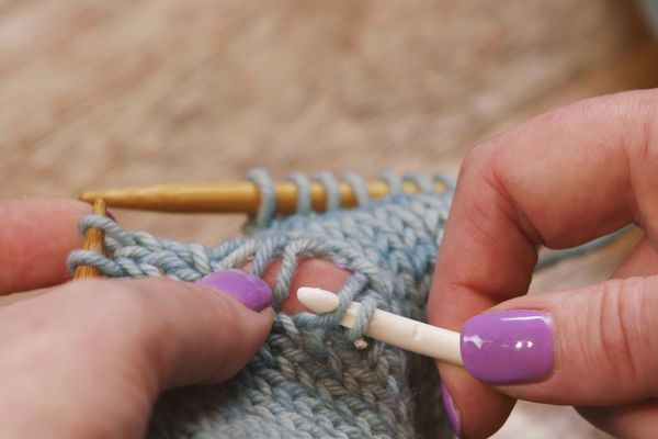 pick up dropped knit stitch