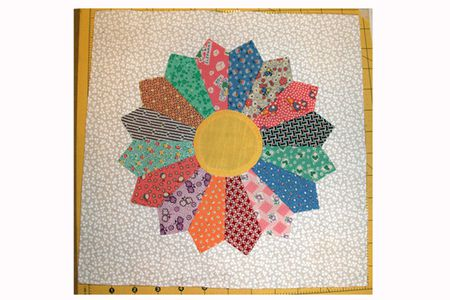 Easy Dresden Plate Quilt Block Pattern