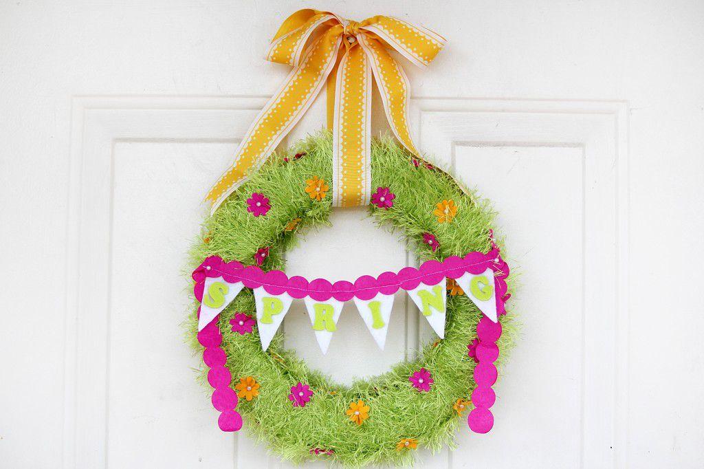 DIY Spring Fringed Yarn Wreath