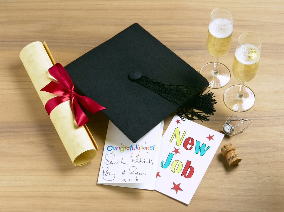 A graduation hat and cards