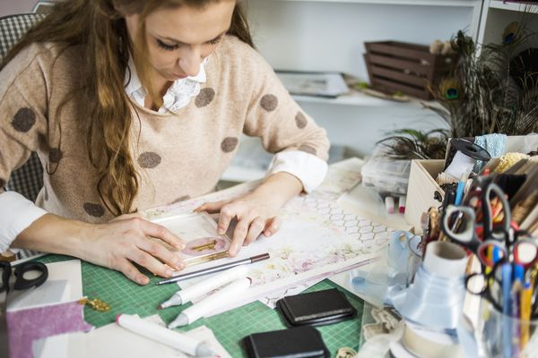 woman-crafting