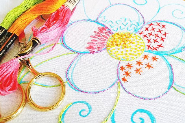 Bright flower embroidery pattern from Carina's Craftblog