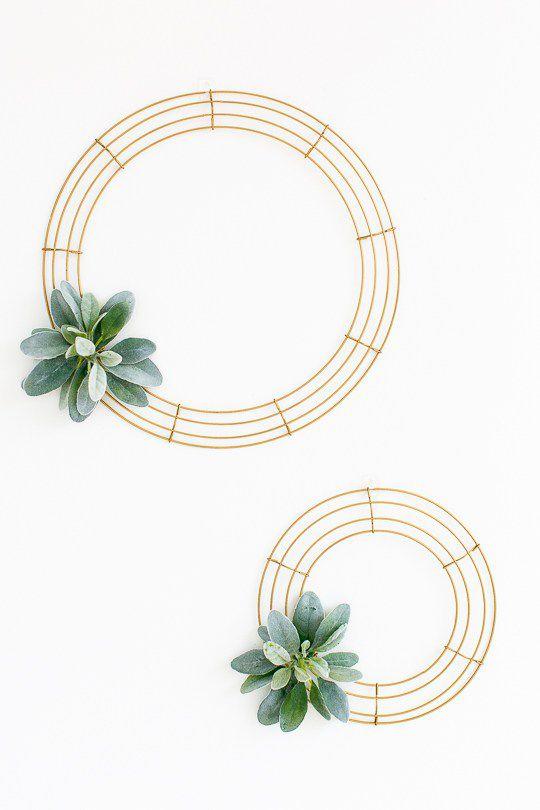 DIY Simple Wire Wreath