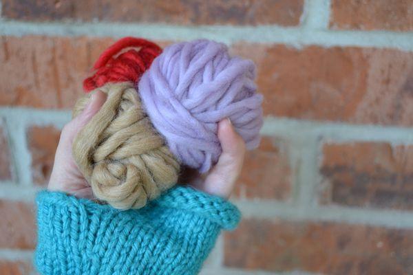 A handful of roving yarns.