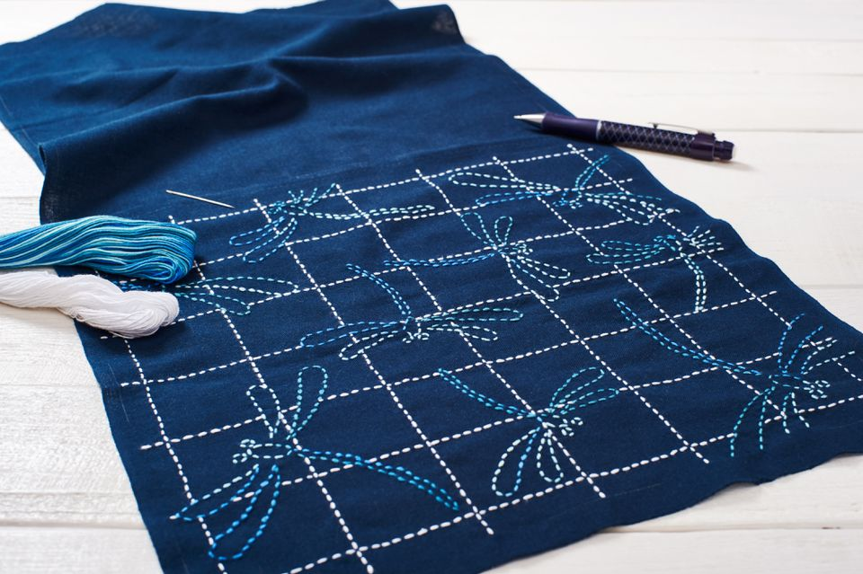 The traditional technique of Japanese embroidery is sashiko, dragonflies