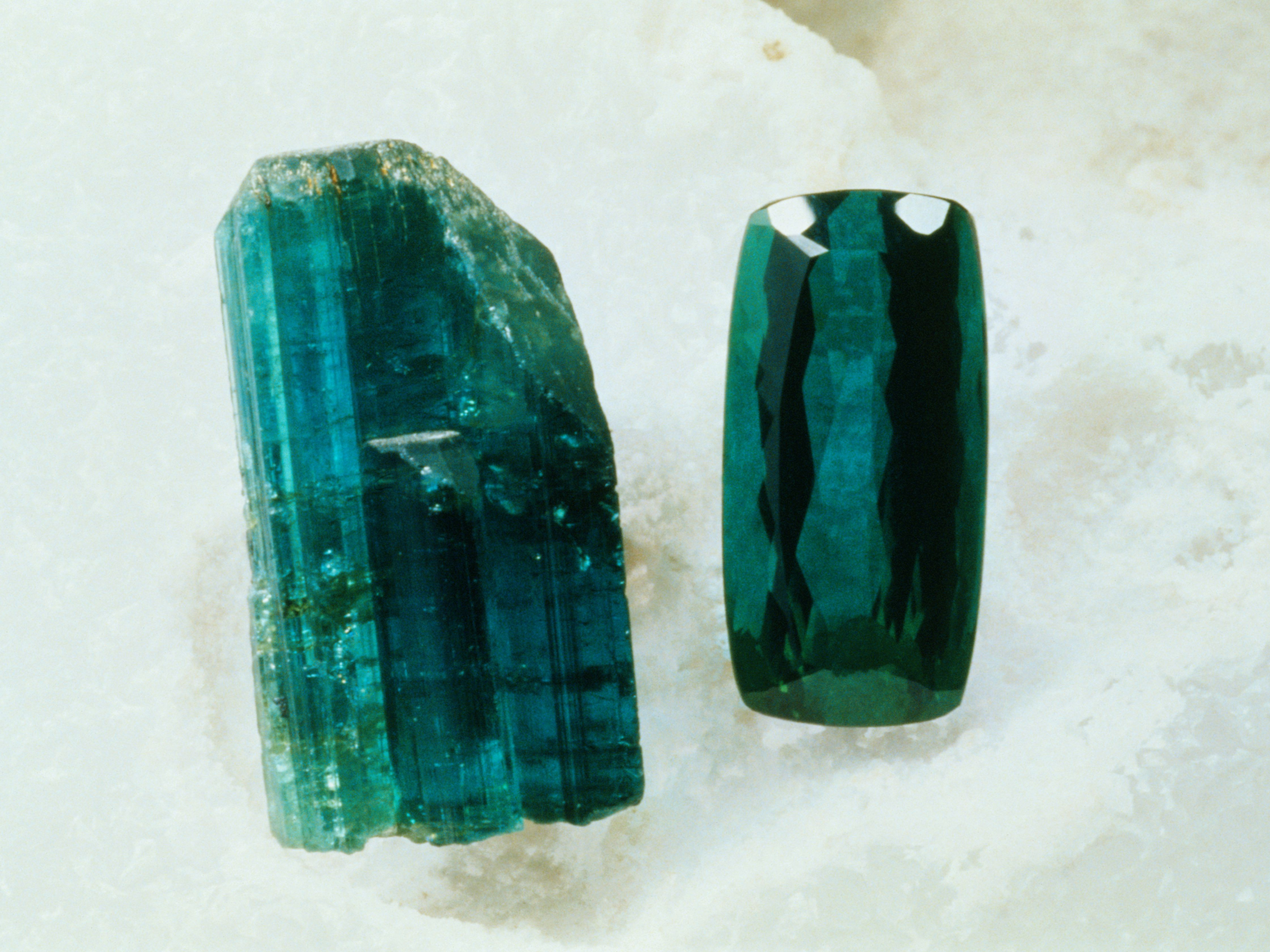 27 Interesting Emerald Facts: Everything You Should Know