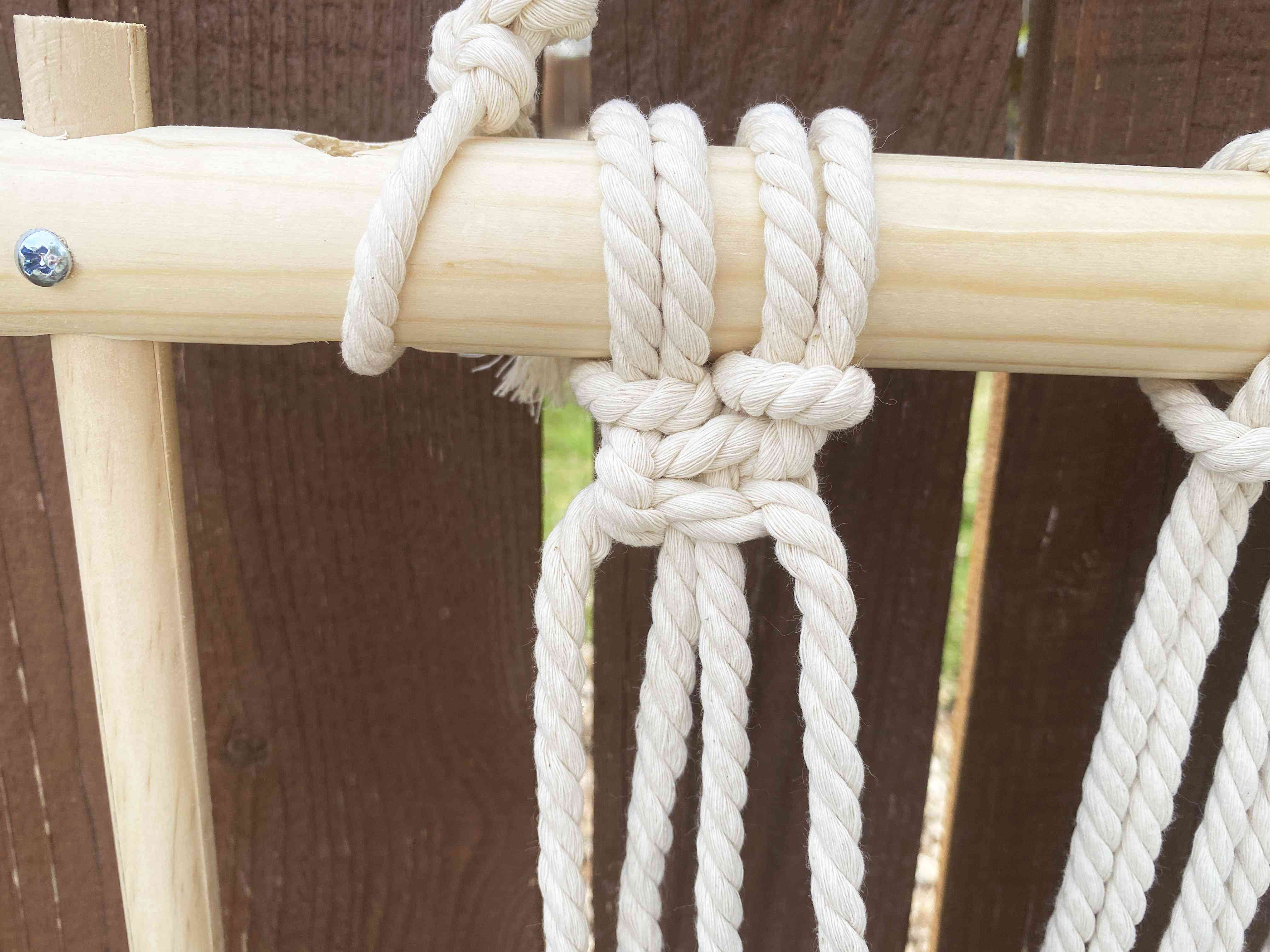 A square knot for macrame