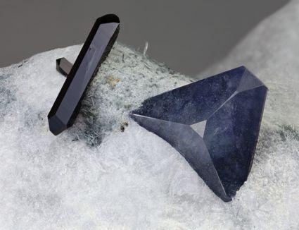Benitoite mineral