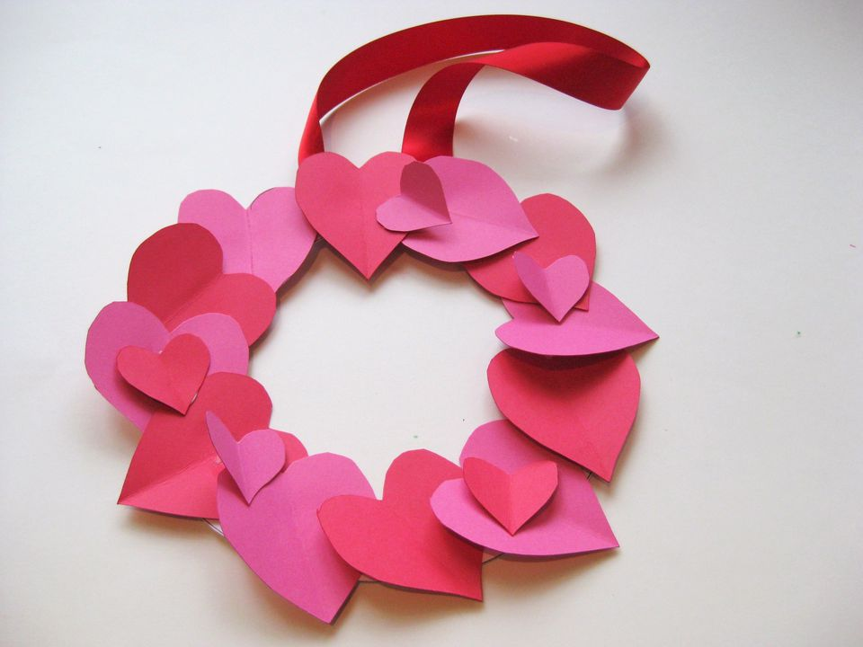 VDay_crafts_wreath_step1_large.jpg