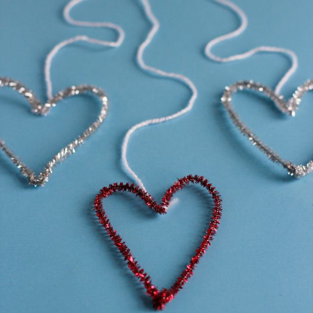 Hanging Pipe Cleaner Hearts
