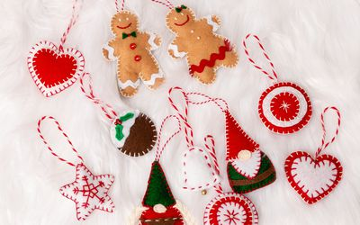 Crafts To Make For Christmas Decorations  from www.thesprucecrafts.com