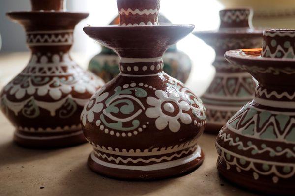 Pottery slip decoration
