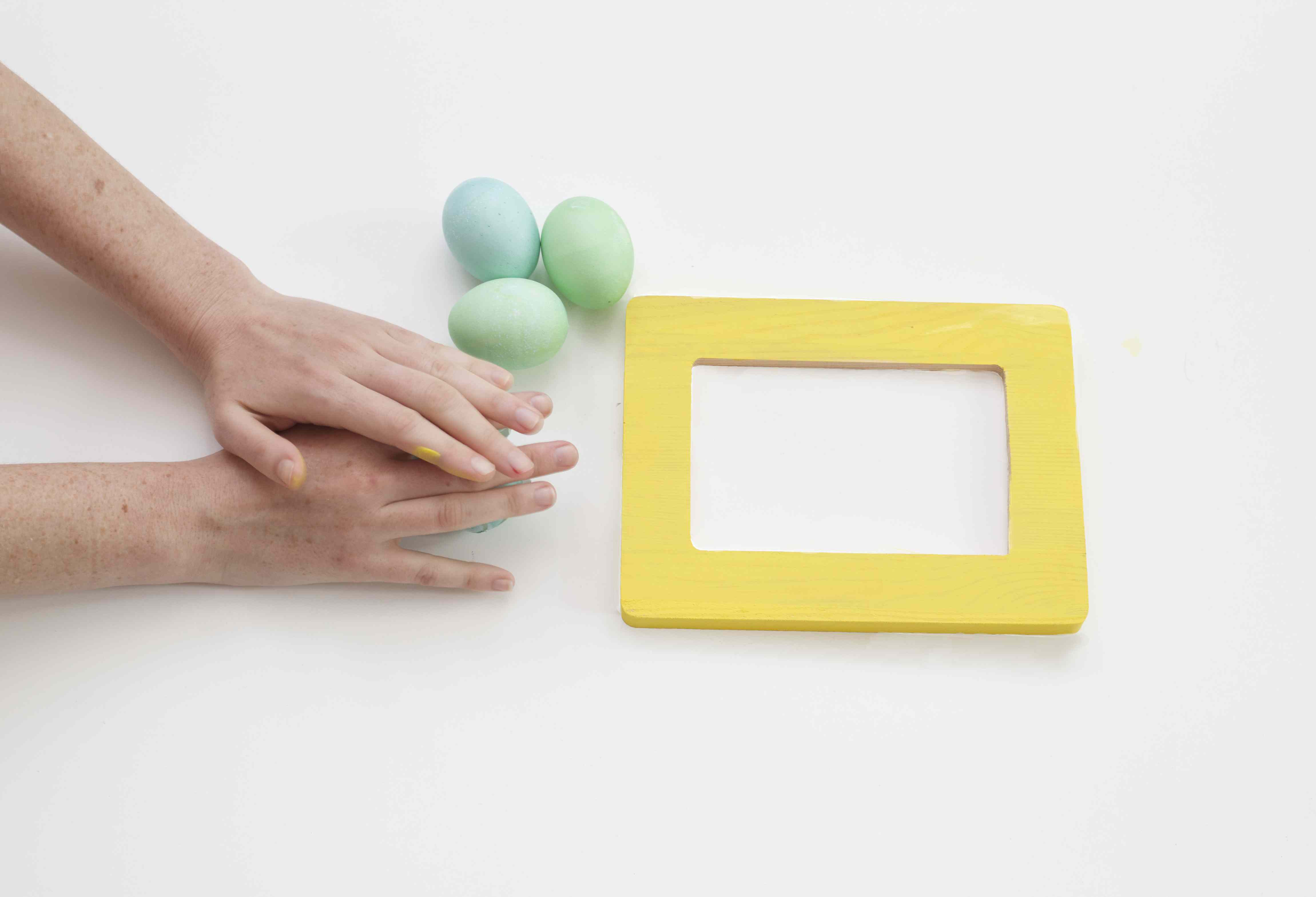 Breaking Eggs to Create Cute Egg shell Frame Art