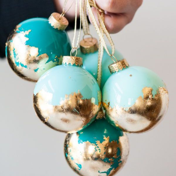 Decorating Clear Glass Christmas Ornaments  from www.thesprucecrafts.com