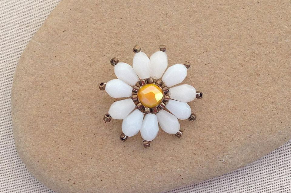 Brick Stitch Crystal Bead Daisy