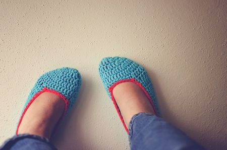 d34b57dc77b222 10 Patterns to Make Crochet Slippers