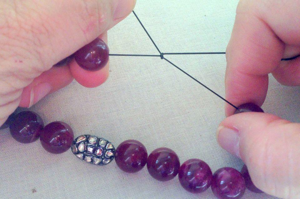 How to Make Stretch Bracelets That Don\'t Break