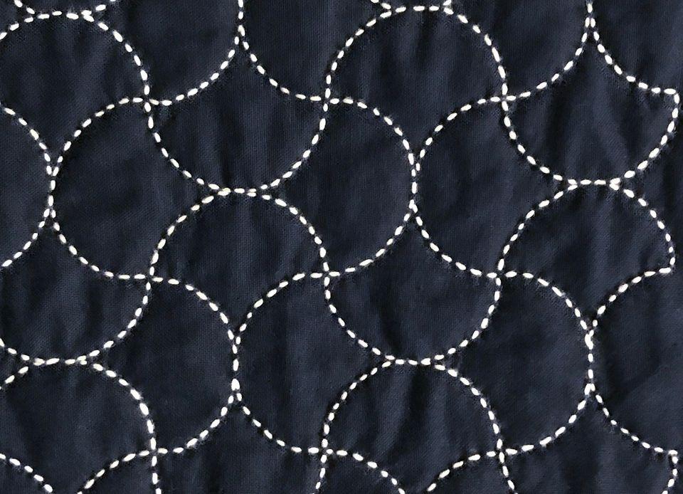 Japanese sashiko hand quilting in toridasuki (crossed birds) pattern