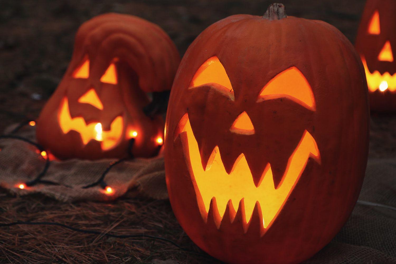 smiling pumpkin carving