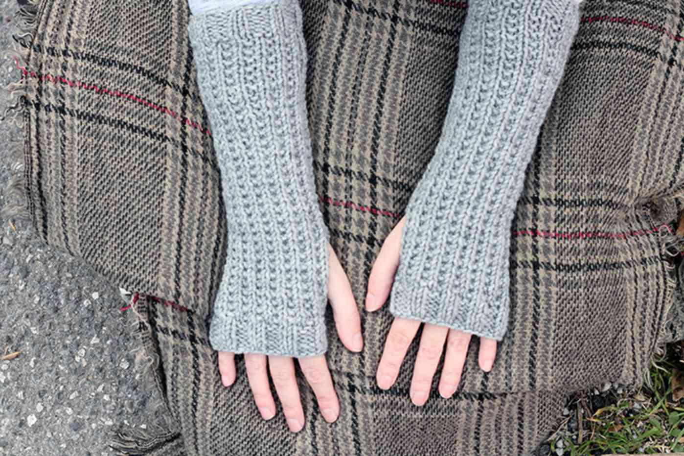 Outlander-Inspired Fingerless Mittens Pattern