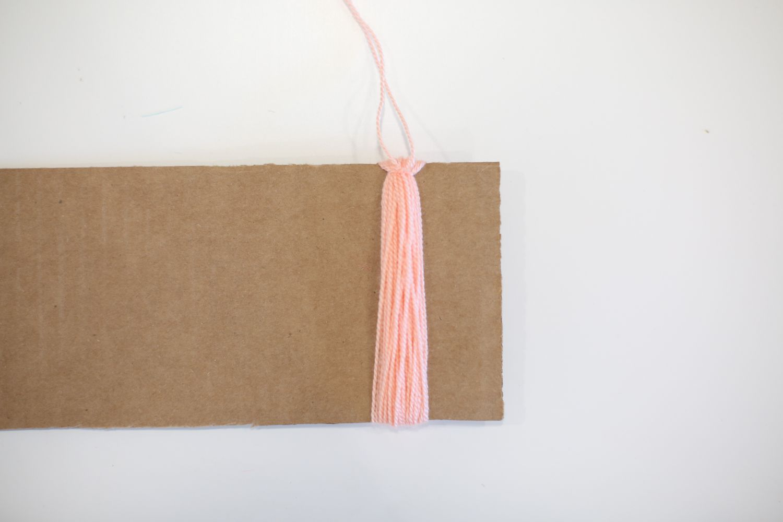 Wrap yarn around cardboard