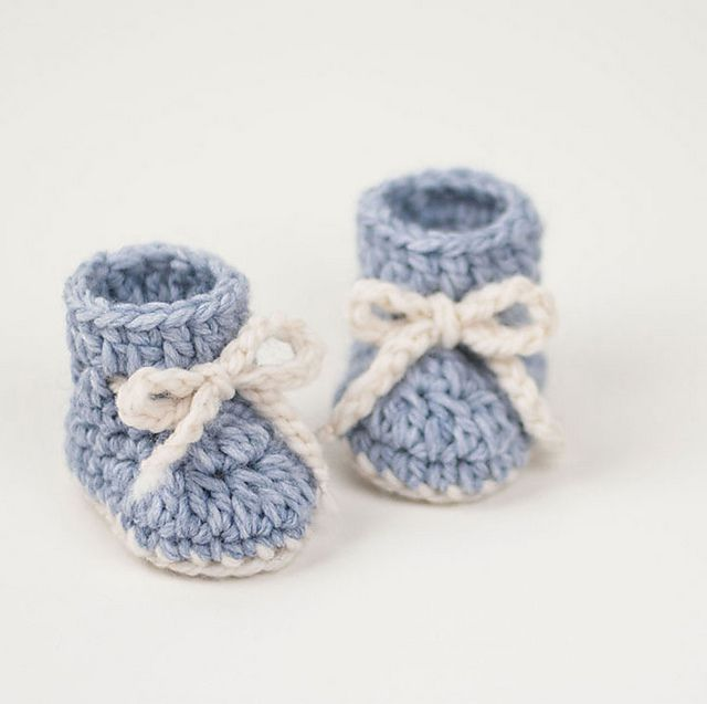 Boys Blue Sandals with white trim 0-3mths Baby Thread Crochet Shoes Handmade