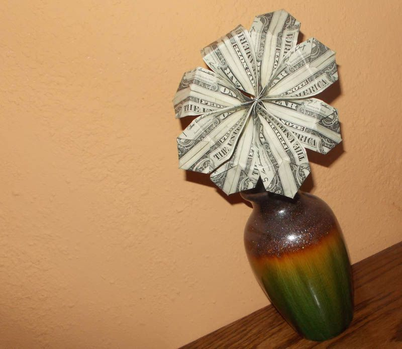 How to make a simple bouquet of origami money flowers display your origami money flower mightylinksfo