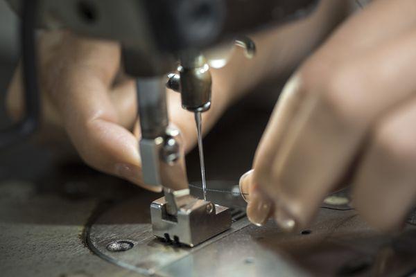 Threading sewing machine