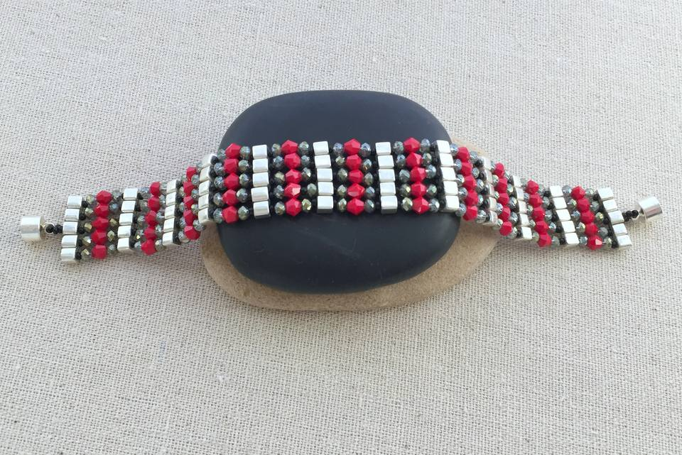 crystal and cube bead bracelet DIY