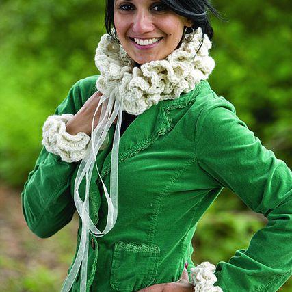 Ruffled Crochet Collar and Cuffs