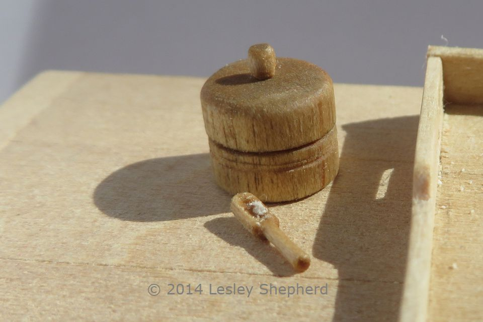 how to make miniature round wooden boxes with lids