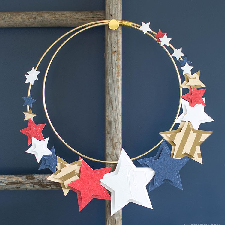 4th of July wreath made with tissue paper straws