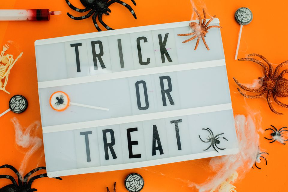 Trick or treat lightbox sign