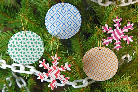 insanely easy holiday decorations to make ornaments hero shot