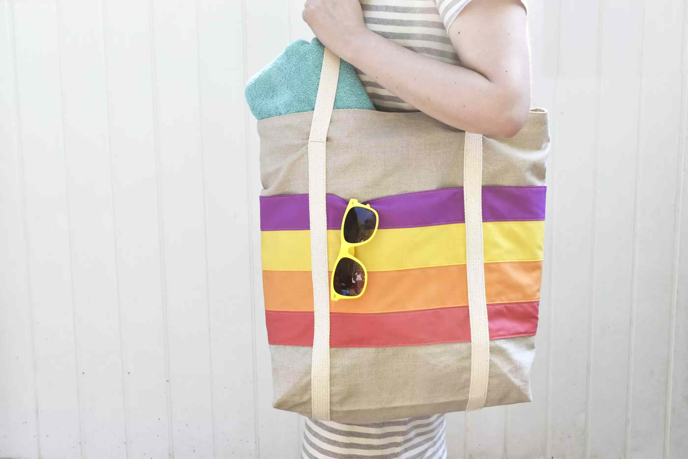 12 Travel Bag Patterns To Make For Your
