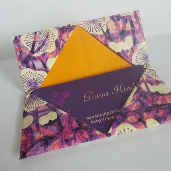 Make an Origami Photo Frame With Decorative Hearts | 600x600