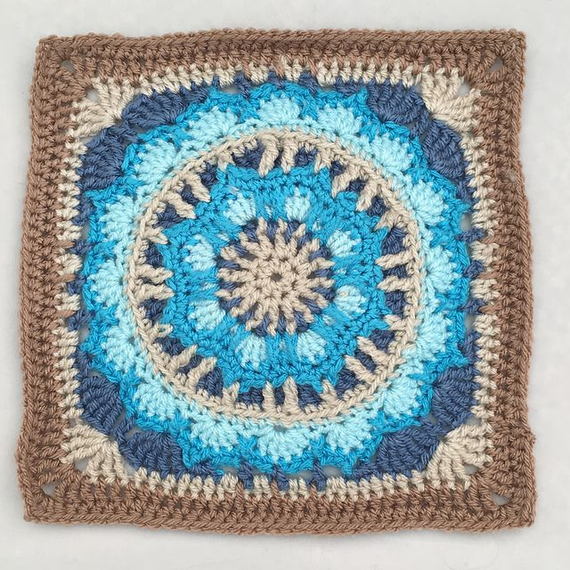 Circle in a Granny Square Pattern
