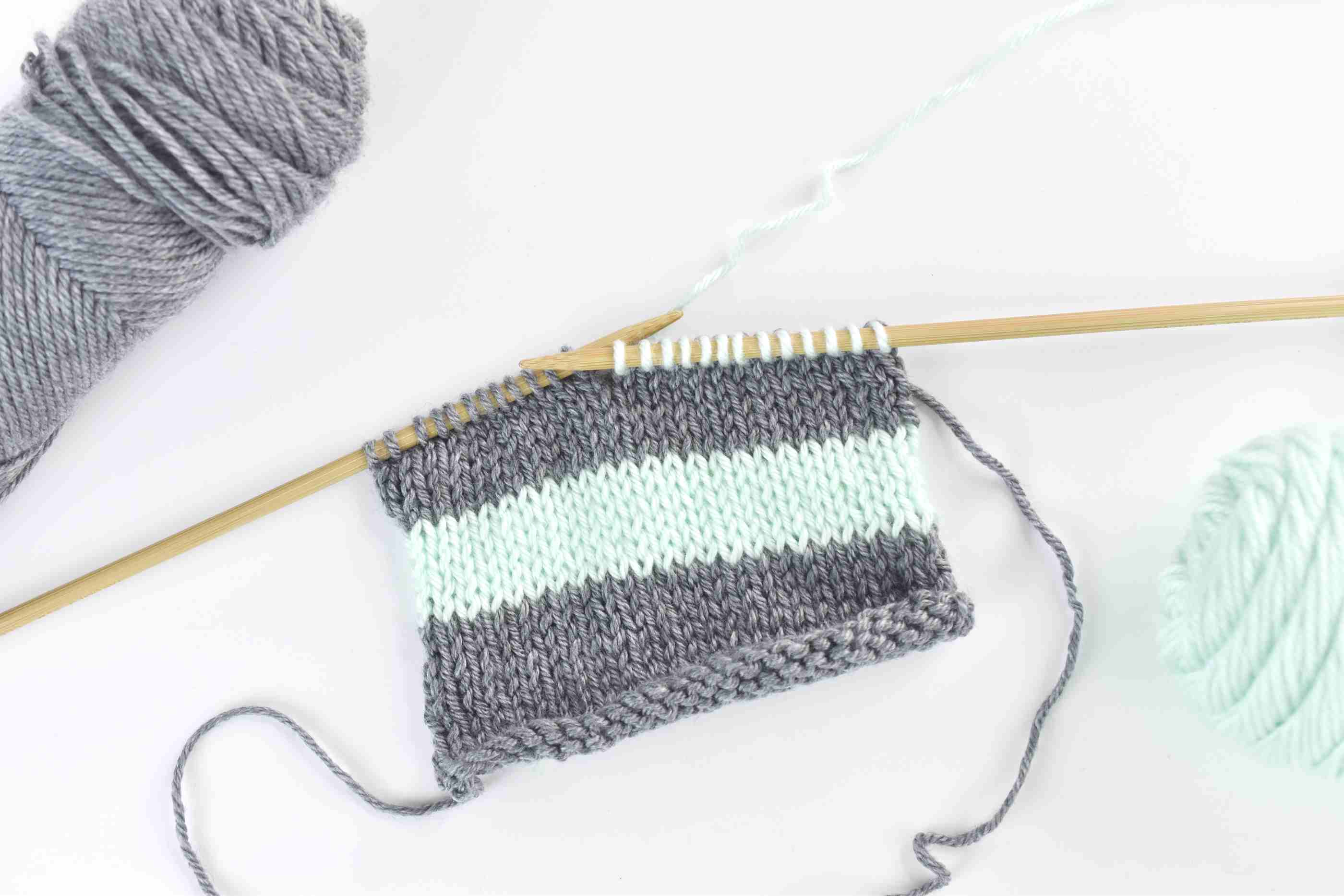 How to Change and Carry Colors When Knitting