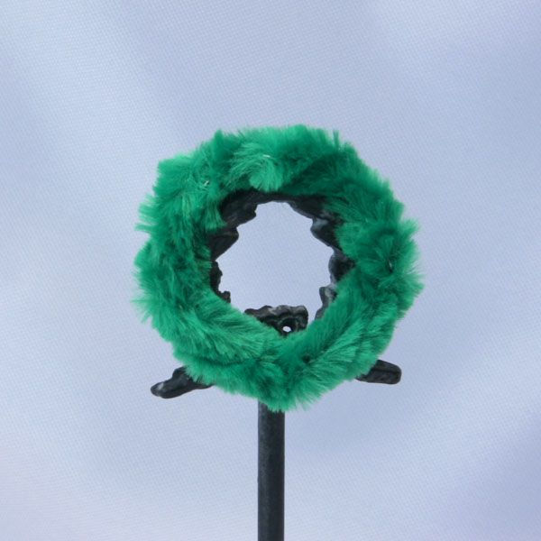 How to Make Miniature Wreaths From Wired Trims