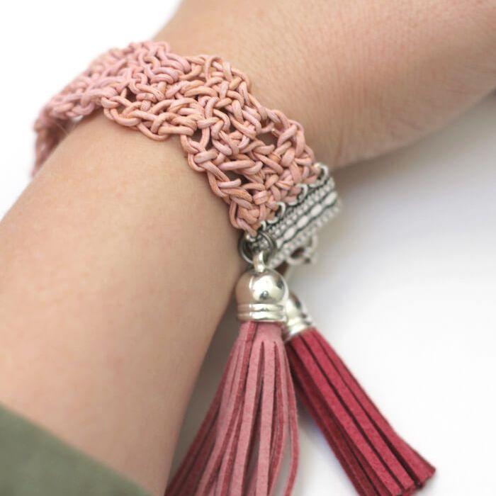 crochet a macrame bracelet