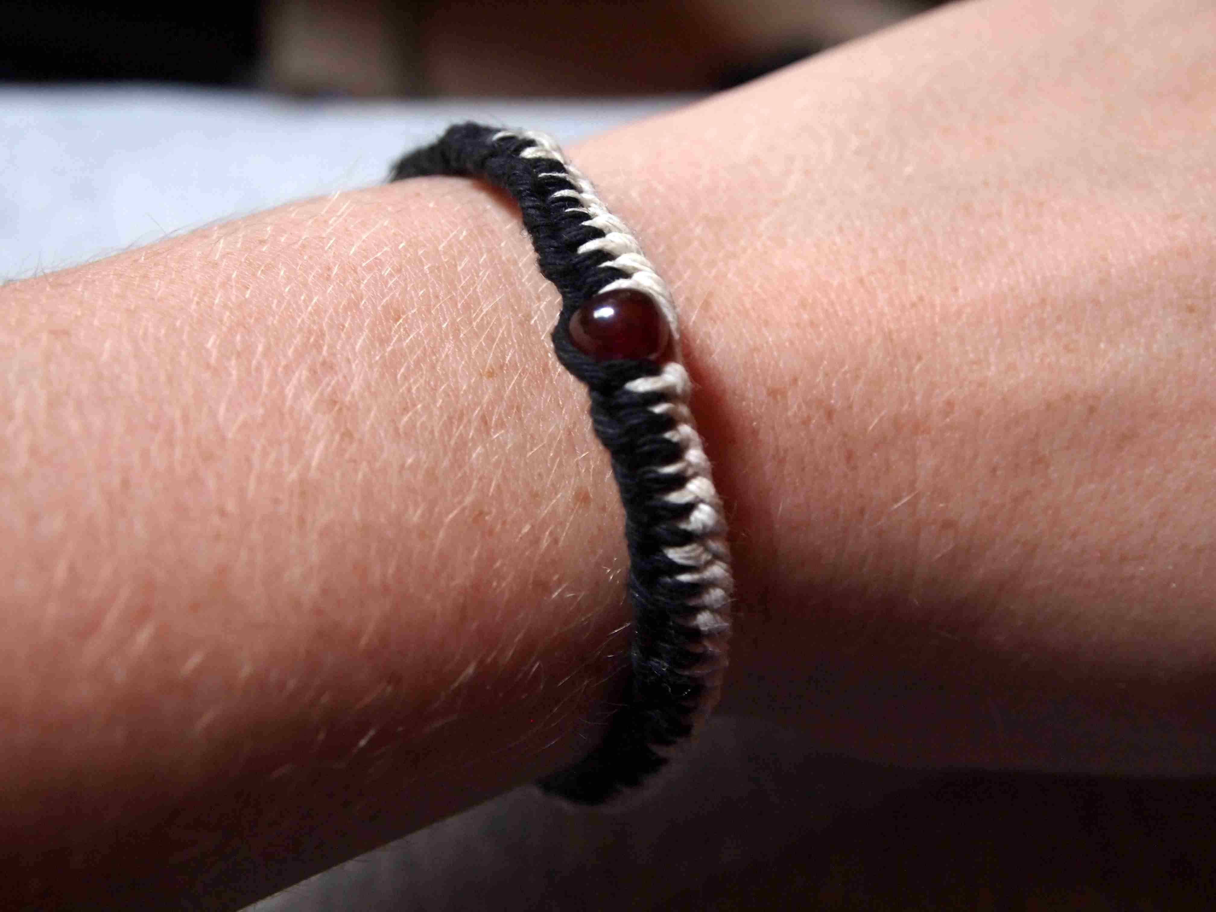 Zipper hemp bracelet tutorial