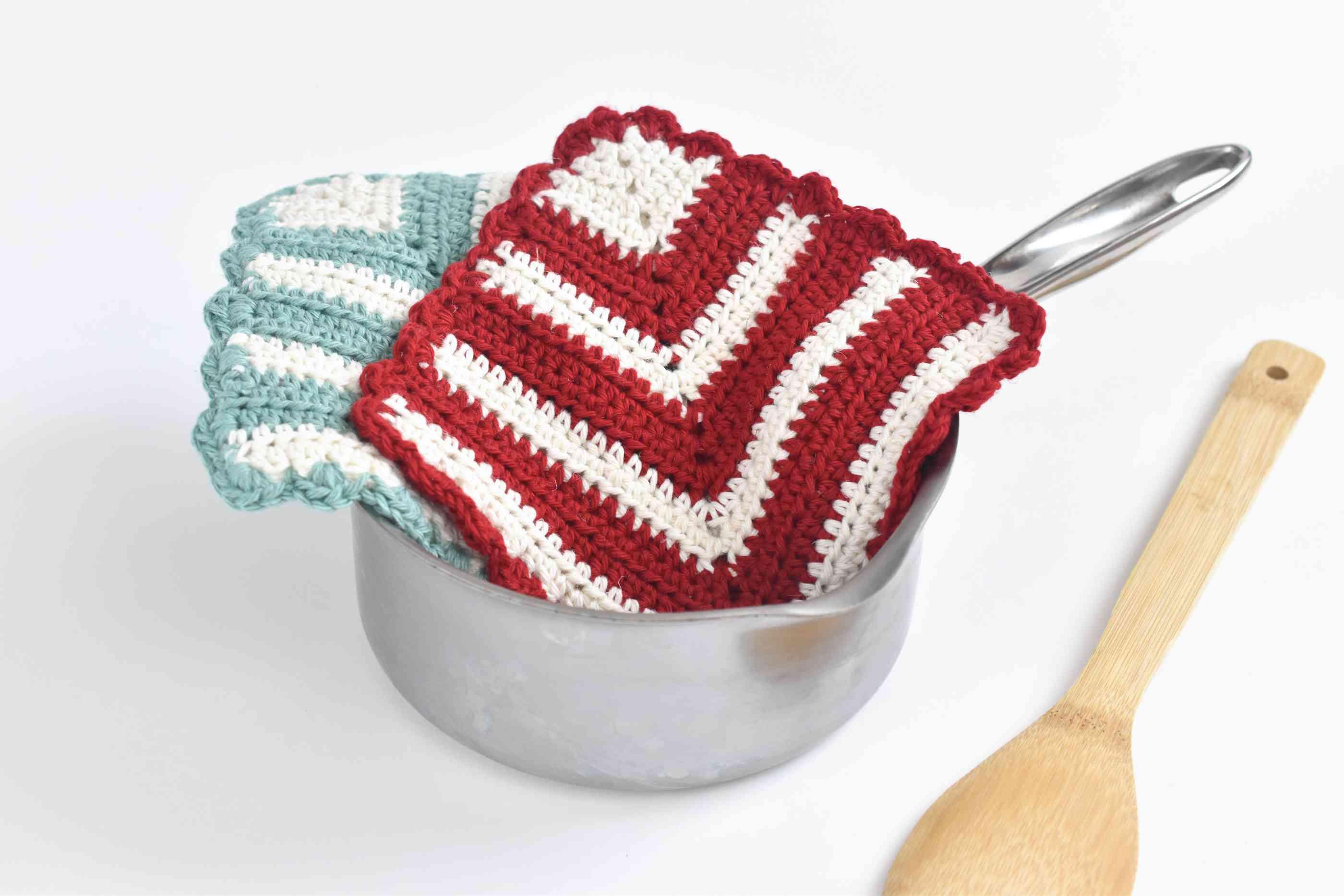 Vintage-Style Mitered Crochet Potholder