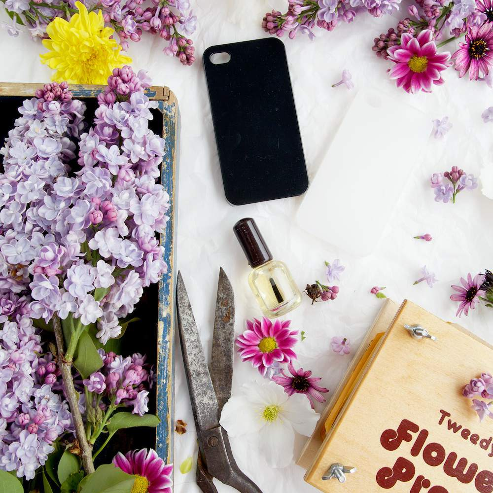 Phone case surrounded with flowers