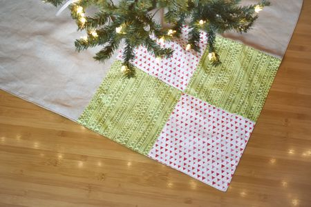 simple patchwork square christmas tree skirt