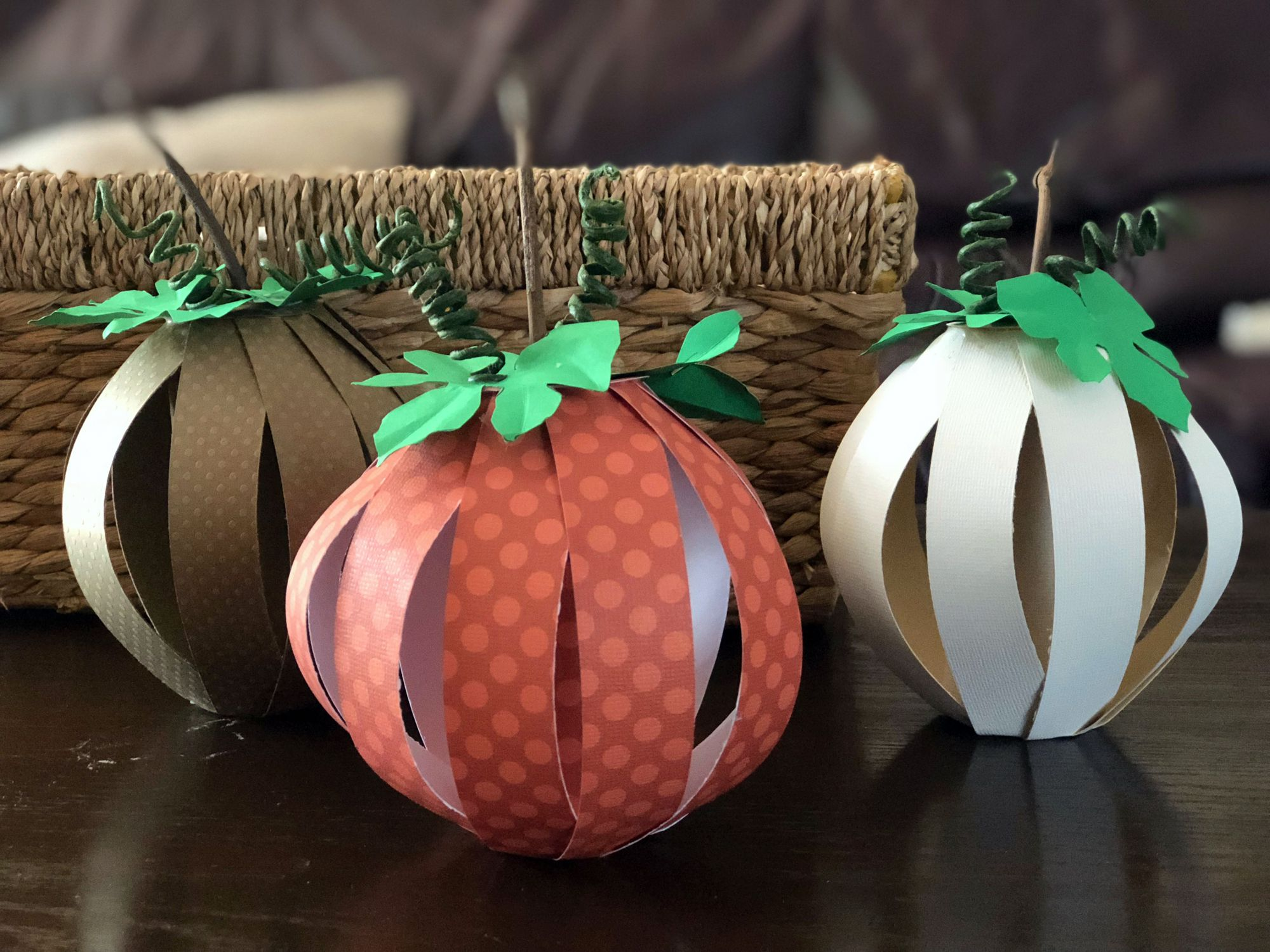 How to Make a Paper Pumpkin for Thanksgiving and Halloween