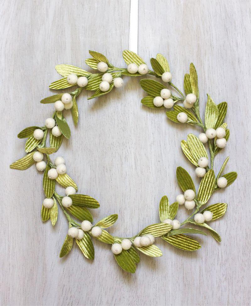 DIY Velvet Mistletoe Wreath